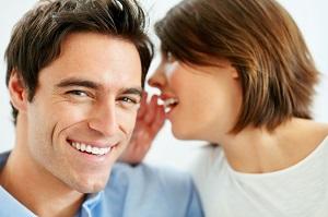 Bei einem Flirt mit Frauen ist Feingefühl gefragt.