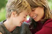 Frauenliebe findet man heute auch auf speziellen Dating-Sites für Gay Kontakte.