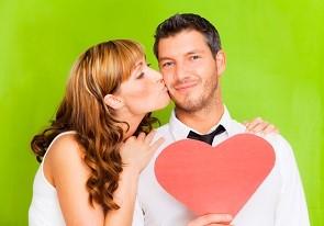 Im Internet lernen sich täglich viele Singles kennen und lieben.