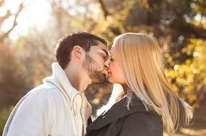Online Dating Portale gibt es wie Sand am Meer. Egal ob man nach der großen Liebe, einem Abenteuer oder einem lockerern Flirt sucht, hier wird man fündig.