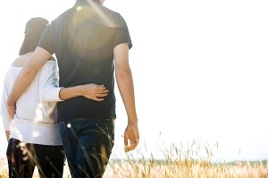 Einen Partner finden stellt für viele Singles eine große Herrausvorderung dar. Das Internet verspricht Hilfe.